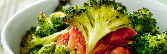 Pomodori e broccoli al forno alla mediterranea